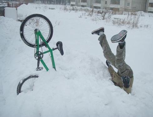на велосипеде по сугробам